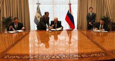 Rúbrica. Adra, a través de UrAmérica, firmó el memorándum de entendimiento con Rusia.