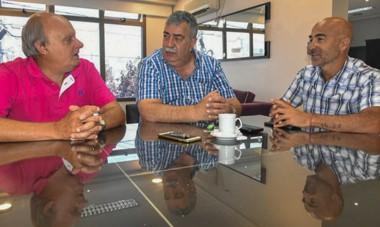 Dirigencia. Desde la izquierda, Di Pierro, González y Aidar Bestene dialogan en la búsqueda de acuerdos básicos para la provincia.