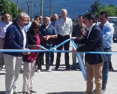Inauguración. El corte de cintas para los casi 2 mil metros de pavimento intertrabado en la comuna rural.