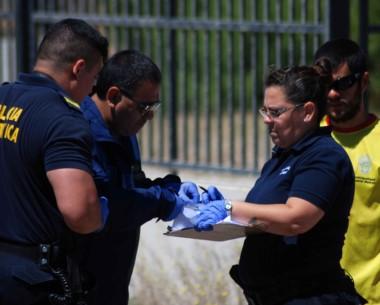La escena donde sucedió el ataque y el arma de fuego que dejó a un sujeto que quedó al filo de la muerte.