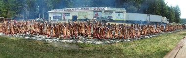 El asado más grande de la provincia del Chubut encenderá sus fogones en Cholila este viernes. Se asarán más de 15.000 kilos de asado de novillo y 10.000 kilos de cordero.