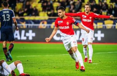 """El """"Tigre"""" Falcao marcó un doblete y le dio el pase a la final a Mónaco."""