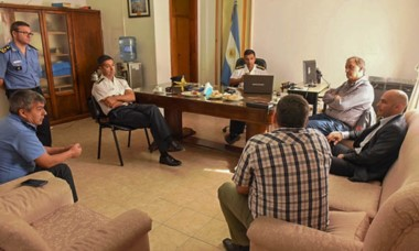 La reunión de Massoni, Linares y el jefe de la Unidad Regional.