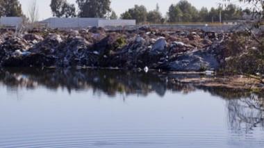 Una de las márgenes del río Neuquén. (Foto: Diario Río Negro)