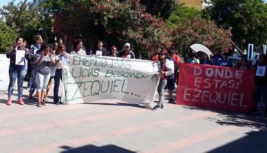 La familia y allegados de Ezequiel Meza siguen su búsqueda (foto archivo)