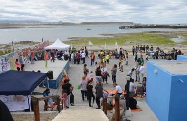 Se realizan juegos, controles y se entrega información a las familias, en el Paseo Costero Frutos del Mar.