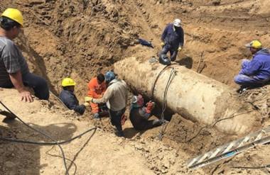 Una nueva rotura del acueducto Arenales – Ciudadela inundó el barrio Castelli.