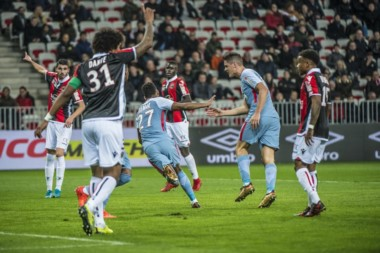 Carrillo celebra con Lemar, autor del primer gol de Mónaco.