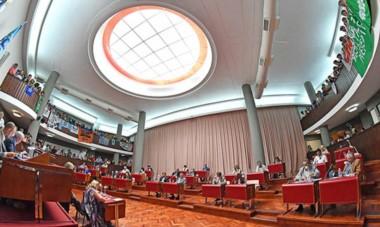 Escenario. Una postal del parlamento provincial, que entre otros temas sí prorrogó la emergencia de los servicios públicos en Chubut.