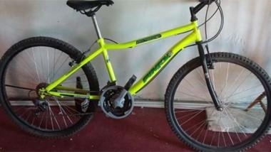 Entre los elementos incautados, apareció esta bicicleta rodado 26, robada días antes en la zona sur.