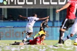 """Como contra Boca, Hurtado marcó el gol del """"Lobo"""" platense."""