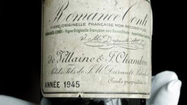 Una botella de vino Romanee-Conti de 1945 fue subastada por un precio récord de 558.000 dólares.