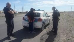 Efectivos policiales de Playa Unión lo detuvieron por una rebeldía.