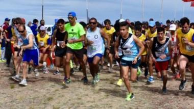 La largada. Unos 220 atletas de diferentes puntos de la provincia se hicieron presentes en esta edición.