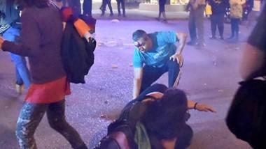 En la esquina de 25 de Mayo y Belgrano también se sucedieron los incidentes con policias lesionados y roturas de vidrios de algunos comercios.