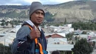 """""""Nano"""" Nahuelfil  trabaja ocho horas por día y luego se entrena a las 20 hs en San Martín de Esquel."""