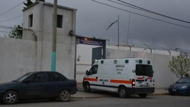 Operativo, Momentos en que la ambulancia del Hospital Zonal de Trelew  trasladaba al joven lesionado.