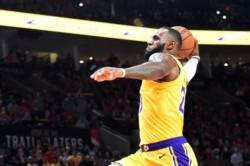 El Rey de la NBA comienza a lucir su inigualable magia, ahora con la camiseta de los Lakers.