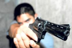 El joven de 24 años no dudó en disparar a los delincuentes que asaltaban a su madre. (Archivo)
