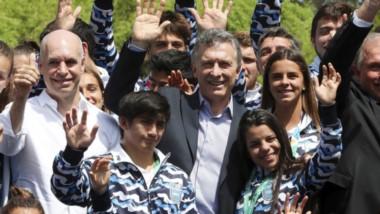 En el medio de la fotografía, el chubutense David Almendra, junto al presidente de la Nación, Mauricio Macri.