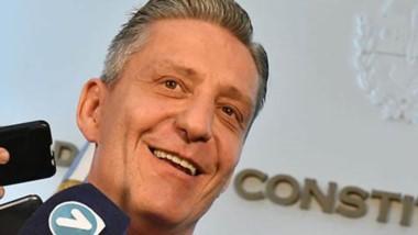 """Arcioni remarcó que """"hemos obtenido la financiación por un plazo de 15 meses con mejores condiciones""""."""