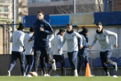 En la práctica de este martes, el Mellizo paró un equipo pensando en la revancha con Cruzeiro.