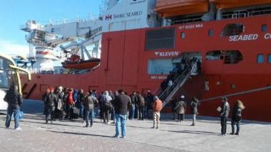 El buque noruego amarró ayer y zarpará hoy.  Recambió 44 de sus tripulantes, 4 de ellas mujeres.
