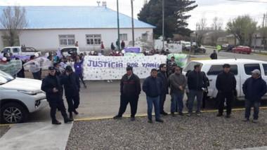 La manifestación popular apuntaba a tomar contacto con el gobernador Arcioni, quien finalmente no fue.