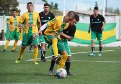 La Ribera creó ocasiones de gol y mereció ganar pero se topó con el arquero visitante Rodrigo Bornatici, figura del partido.