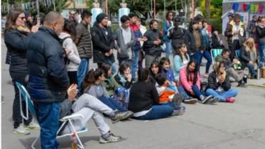 Presentes. Una convocatoria callejera en defensa de un derecho fundamental para todo ciudadano.