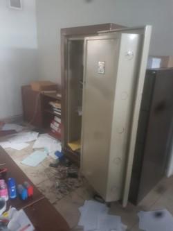 Los delincuentes ingresaron y accedieron a una caja fuerte (foto @c7chubut)