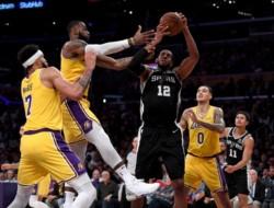 En tiempo extra, los Spurs derrotaron 143-142 a los Lakers en la NBA. Los 32 puntos, 8 rebotes y 14 asistencias de King James no alcanzaron.