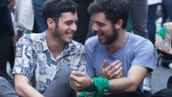 Tomás Rodríguez y Joaquín Guevara, en pareja desde hace un año, estaban cenando cuando un mozo se les acercó y les pidió que se retiraran.
