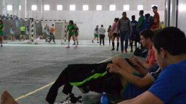 Los varones ya se aseguraron el pase a la próxima ronda mientras que las mujeres jugaban ante Córdoba.
