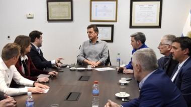 Debate. Massa escucha los argumentos de los legisladores patagónicos acerca del Presupuesto nacional.