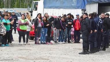 Las ruta colapsada e intransitable. Ayer entre los operativos llevados a cabo con el secuestro a los camiones y la gente que circuló, se ocupó toda la calzada de la ruta 3.