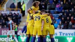 Chelsea derrotó como visitante a Burnley y pelea en la zona alta.