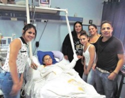 Nélida Beloqui recuperándose de la brutal golpiza de su violento esposo. (Gentileza: Página 12)