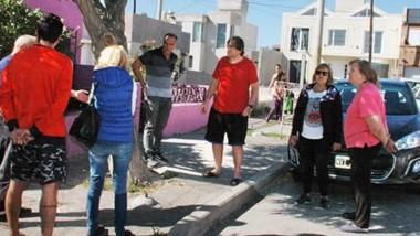 Tres detenidos. Koser y su esposa fueron asaltados en su  vivienda y esto enojó a varias familias.