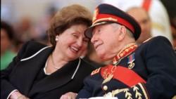 El ex dictador y su viuda heredera, doña Lucía.