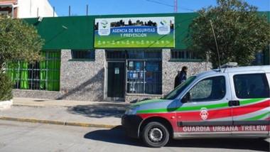 En Guardia. El edificio público se encuentra en la calle José Hernández del barrio Padre Juan Muzio.