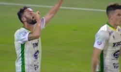 """Premio a la insistencia: faltando un minuto para el pitazo final Larrondo anotó y el """"Halcón"""" se lleva 3 puntos para seguir en el lote de arriba."""