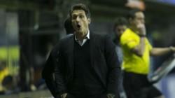 Barros Schelotto también fue suspendido y no podrá dirigir la vuelta contra Palmeiras.