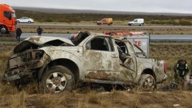 El estado en que quedó la camioneta evidencia el tremendo impacto.