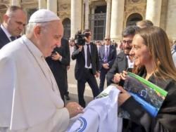 """""""Hablamos con el Papa con la remera que usamos para ir a la basílica de la Virgen de Luján a pedirle paz, pan y trabajo para todos los trabajadores"""", aseguró Rattoni."""