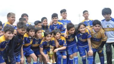 Podio del anfitrión. Belgrano de Esquel logró el tercer puesto en la Copa de Oro de la categoría 2006.