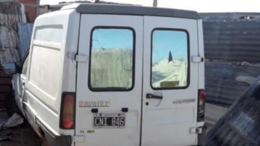 El utilitario Renault Express había sido robado días atrás en Rawson.