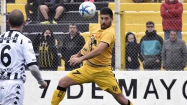 Deportivo Madryn derrotó por 1-0 a Cipolletti en los  minutos finales del partido, el pasado domingo.