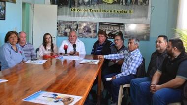 Reclamo. Los trabajadores de Propulsora Patagónica y una explicación de su crítico panorama en Trelew.