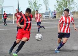 Racing goleó a Independiente por 4 a 1 en el clásico trelewense que se disputó en cancha de Los Aromos.